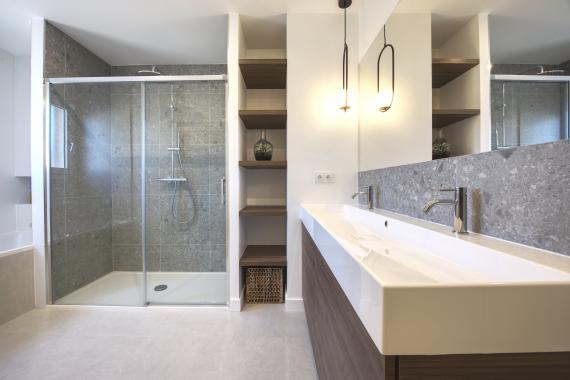 Résnovation salle de bain à Maugio avec douche et baignoire
